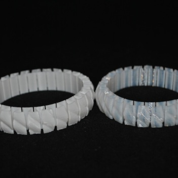 3D printed bracelet normal PLA (left) and FlexPLA (right) © parametric | art