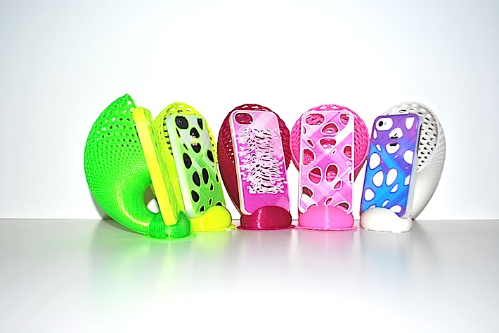 3d printed multicolor iphone cases by parametric|art and iHorn dock by Dizingof