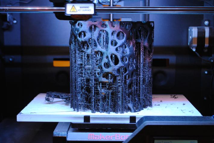 Munka közben egy Makerbot Replicator2