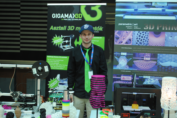 GigamaX3D X parametric | art stand a Budaest 3D Printing Days-en
