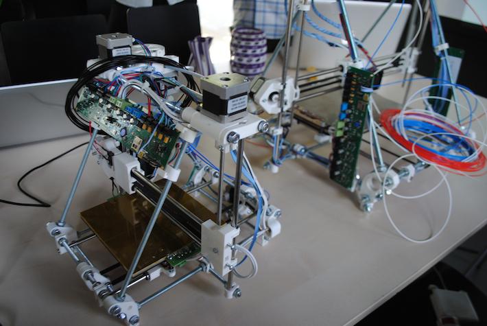 egyedileg épített open-source RepRap 3D nyomtatók a GigamaX workshop-on