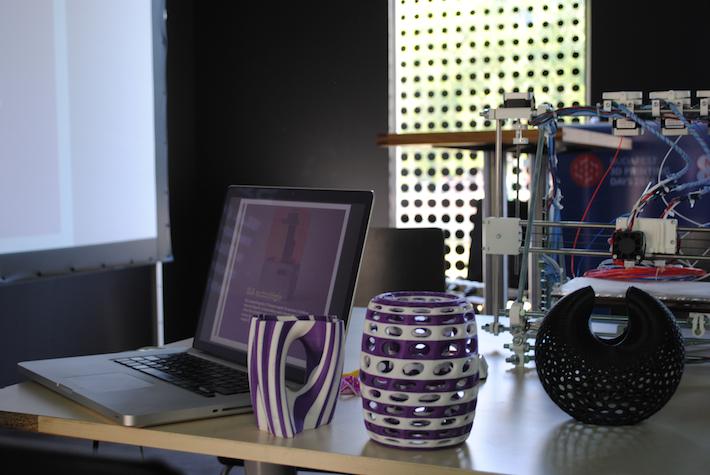 3D nyomtatott tárgyak több színnel és anyaggal