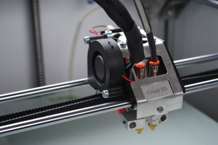 The super light and fast extruder head of the Leapfrog HS 3D Printer